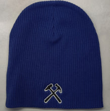 Load image into Gallery viewer, Chunky Skully Beanie - Cross hammers