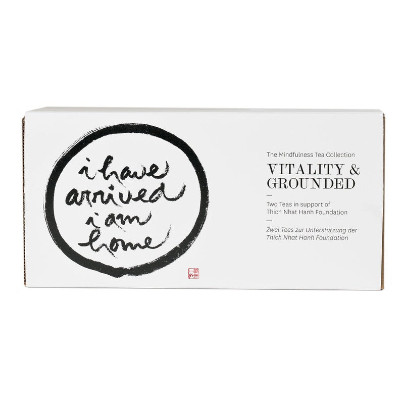 Zwei Origin Tees in einer P & T Geschenkbox zugunsten der Thich Nhat Hanh Foundation  Geschenkset The Mindfulness Tea Collection: Grounded & Vitality Geschenk Paper & Tea