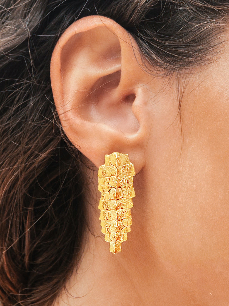 LONG IGUANA CREST EARRINGS GOLD