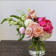 Load image into Gallery viewer, Small Bespoke Flower Arrangement - The Weekend Flow - Houston Florals and Fine Jewelry