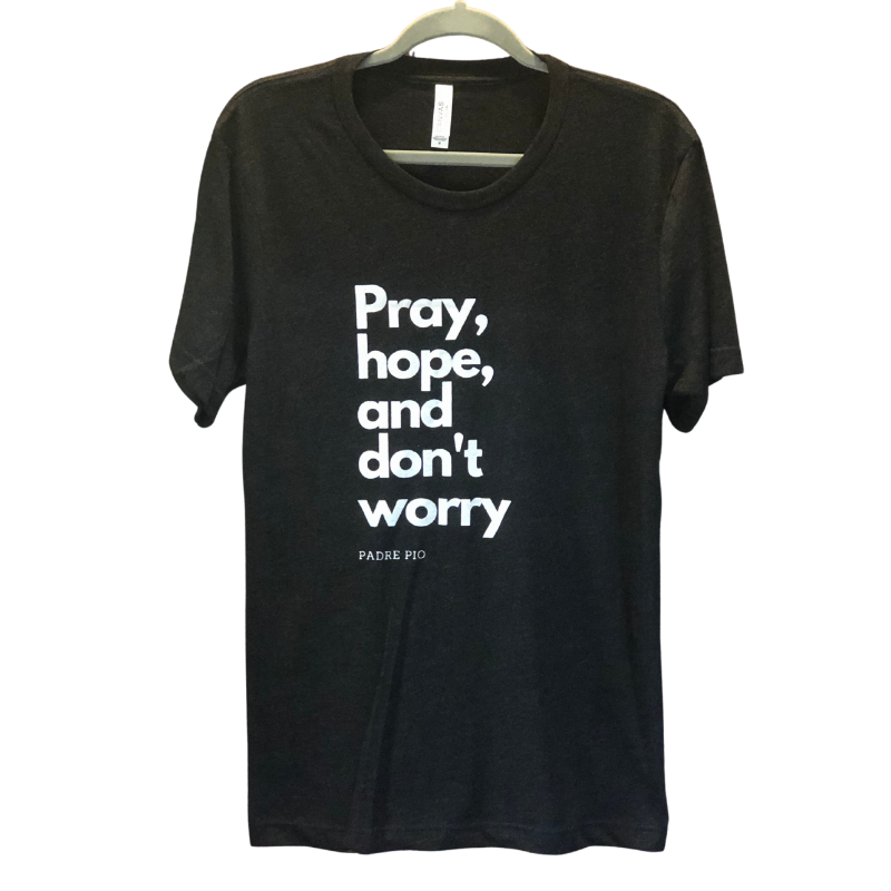 "VICTRESS ""PRAY, HOPE, AND DON'T WORRY"" TEE"