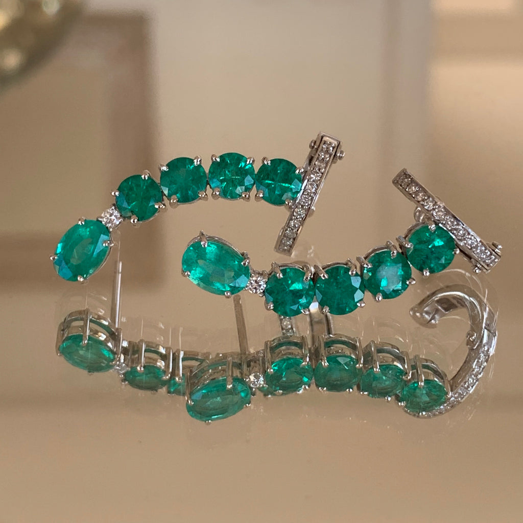 AC Round Emerald Single Earcuff