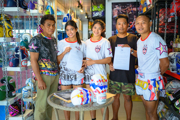 YOKKAO Signs Looksaikongdin Gym Sisters Aida and Duangdawnoi