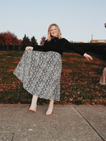 Load image into Gallery viewer, Snake Print Pleated Midi Skirt