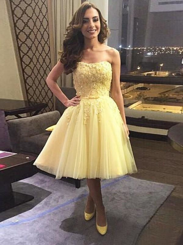 Petite Junior Tulle Sweetheart Above the Knee Sleeveless Applique Prom Dress