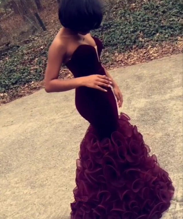 Bridelily Pretty Burgundy Prom Dresses 2019 Strapless Sheath Ruched Organza Evening Dress CE076 - Prom Dresses