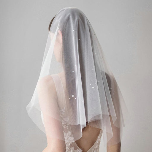 Fashion pearl Tulle Beads With Comb Wedding Veils | Bridelily - wedding veils