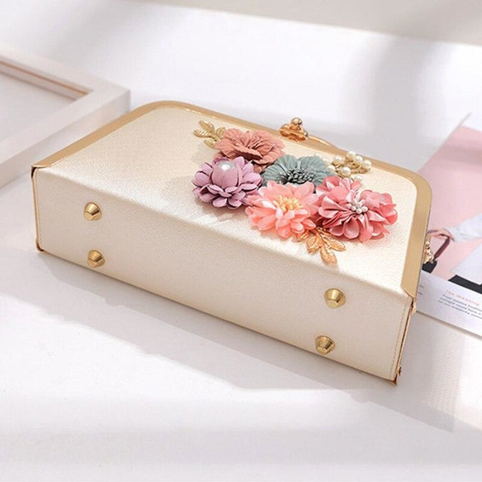 Flower Ladies Clutches Purse Wedding Handbags | Bridelily - wedding handbags