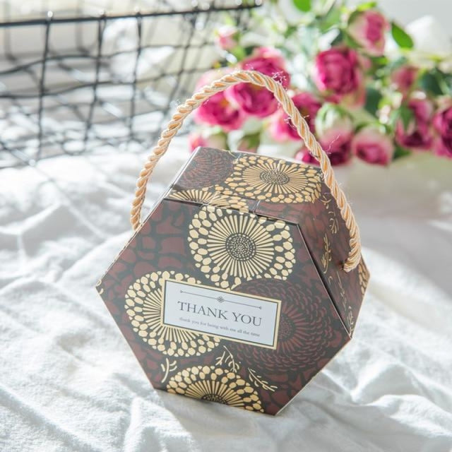 Hexagon Wedding Gifts With Handles Favor Holders | Bridelily - Chocolate / 50 PCS - favor holders