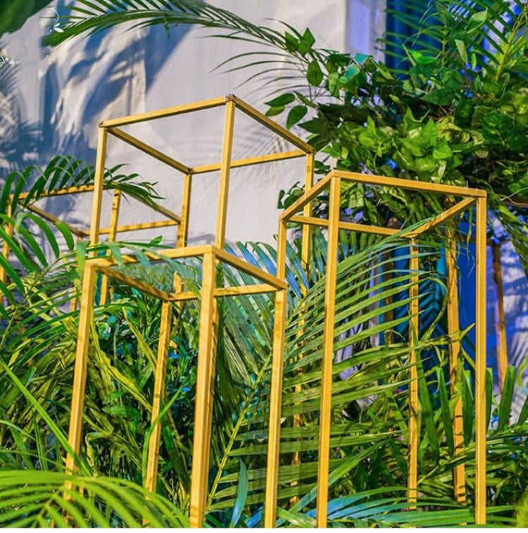 Indoor Metal Plant Stand Wedding Decorations | Bridelily - wedding decorations