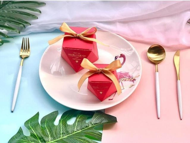 Polygon Sweet Bow With Ribbon Favor Holders | Bridelily - Red-Gold Ribbon / 20 pcs - favor holders