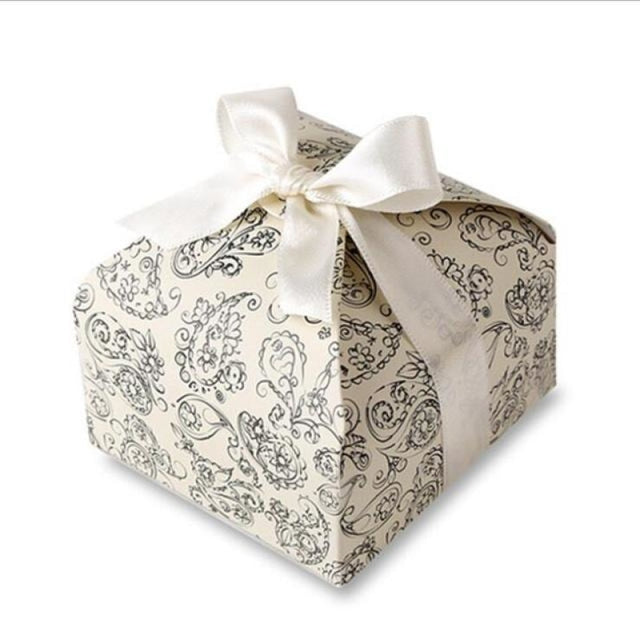 Print Patten With Ribbon Bowknot Favor Holders | Bridelily - Beige / 50pcs - favor holders