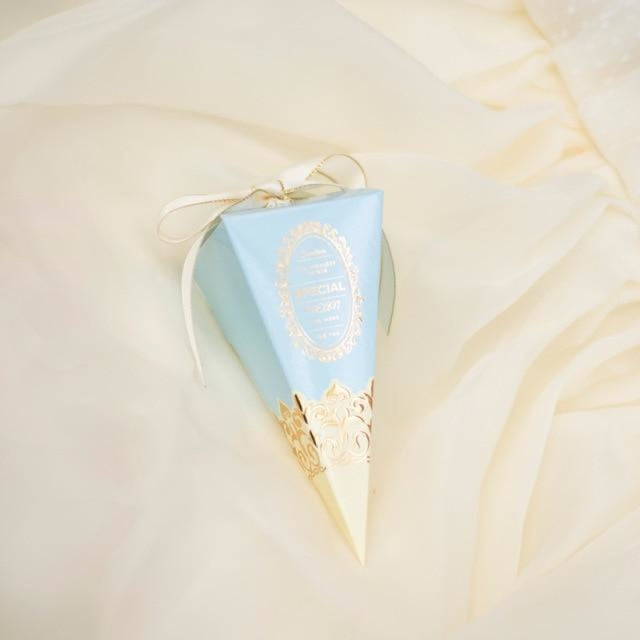 Triangle Paper Cake With Ribbon Favor Holders | Bridelily - Sky blue / 20 PCS - favor holders