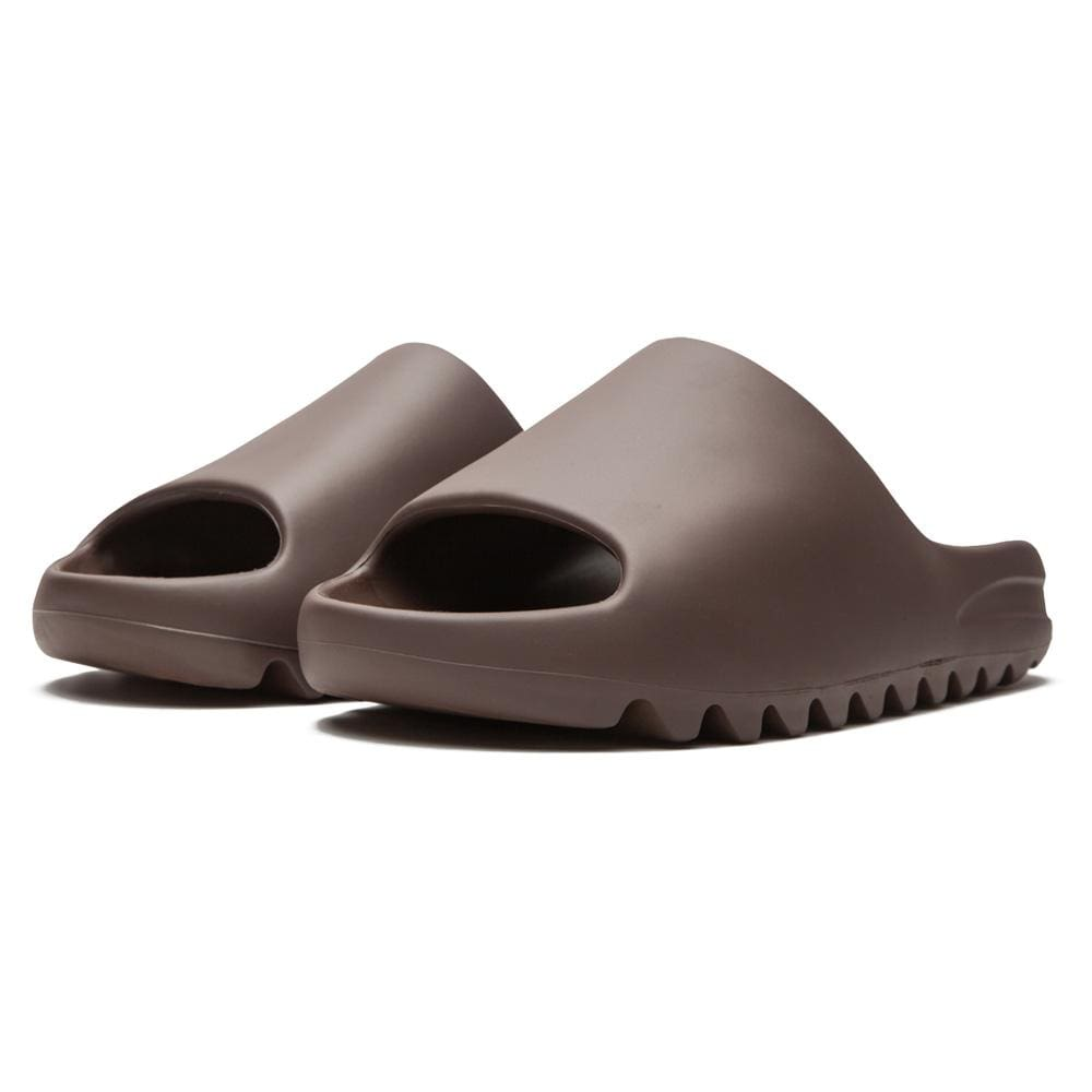 Yeezy Slides 'Soot' - Kick Game