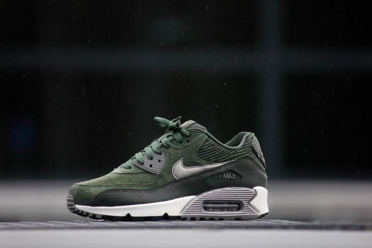 Nike Air Max 90 Carbon Green Leather Trainers - Kick Game
