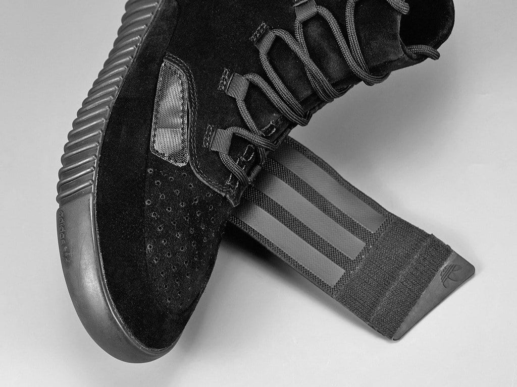 separation shoes c5eaf 1329a Adidas Yeezy Boost 750 Black – Kick Game
