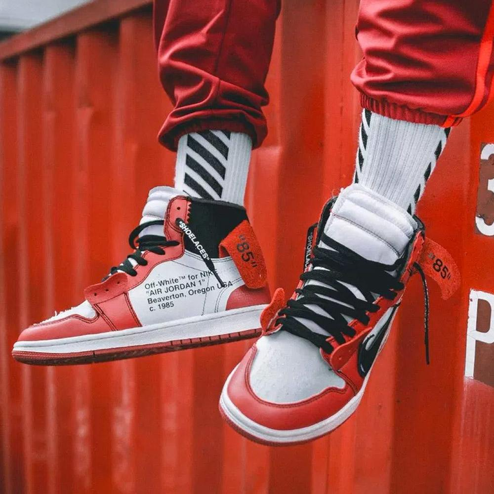 the latest 510c0 328b1 Off-White x Nike Air Jordan 1