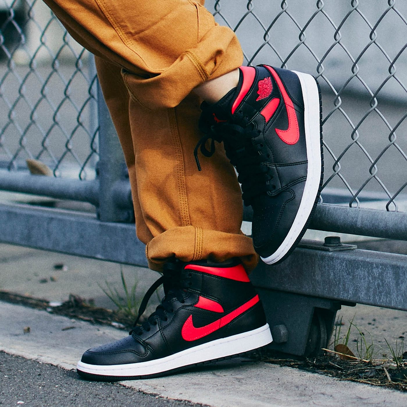 Air Jordan 1 Wmns Mid 'Siren Red' - Kick Game