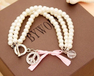 White pearl with a bow bracelet