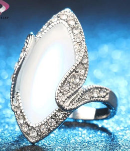 White stone fashion ring