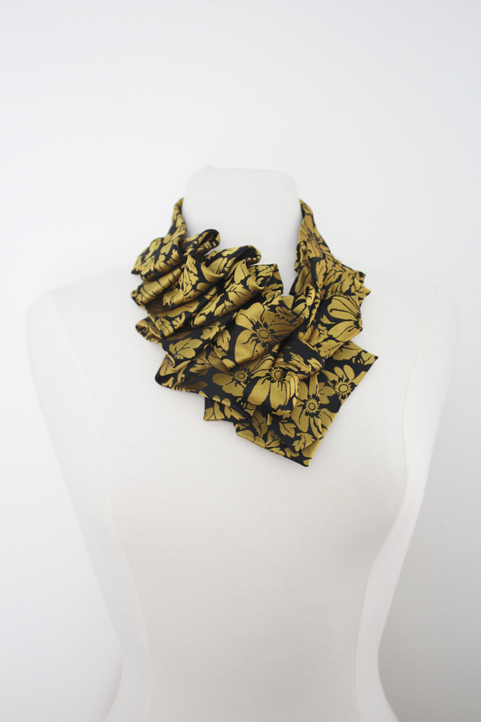 Ruffle Aster handmade snap on scarf golf paisley jewlery collar