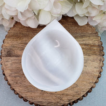 Load image into Gallery viewer, Selenite Water Drop Offering Bowl