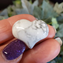 Load image into Gallery viewer, White Howlite- 1 inch Sweet Heart (25mm)
