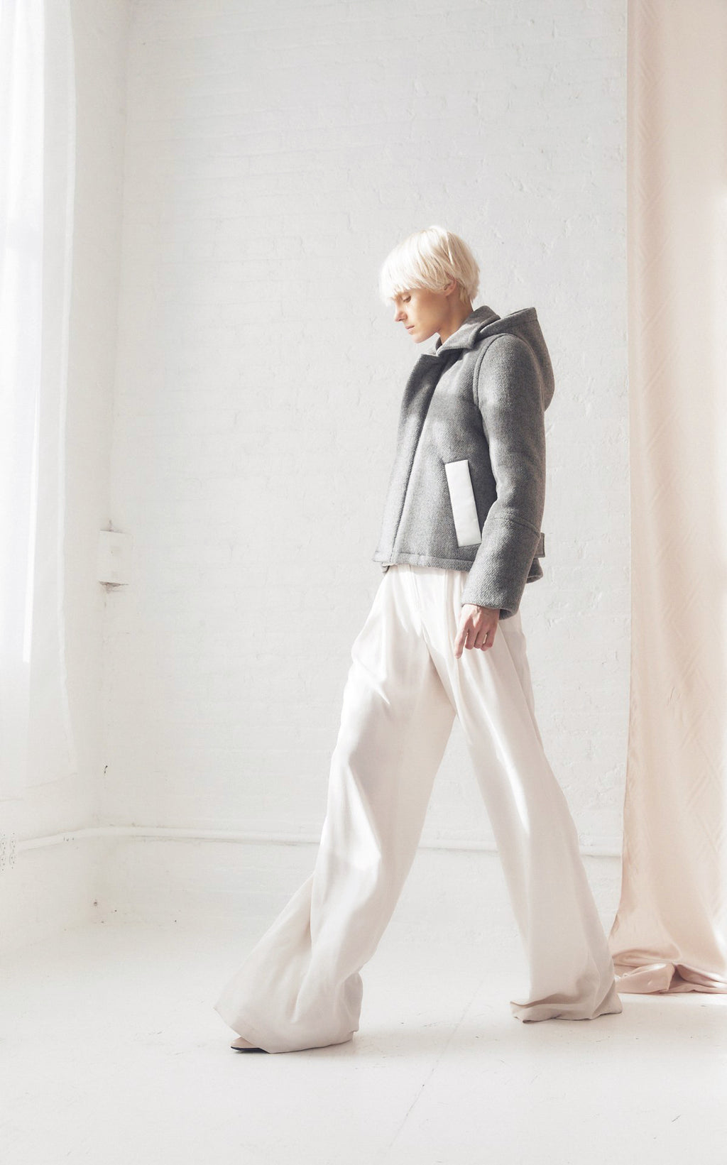 SUSTAINABLE DOWN WOOL HOODED COAT