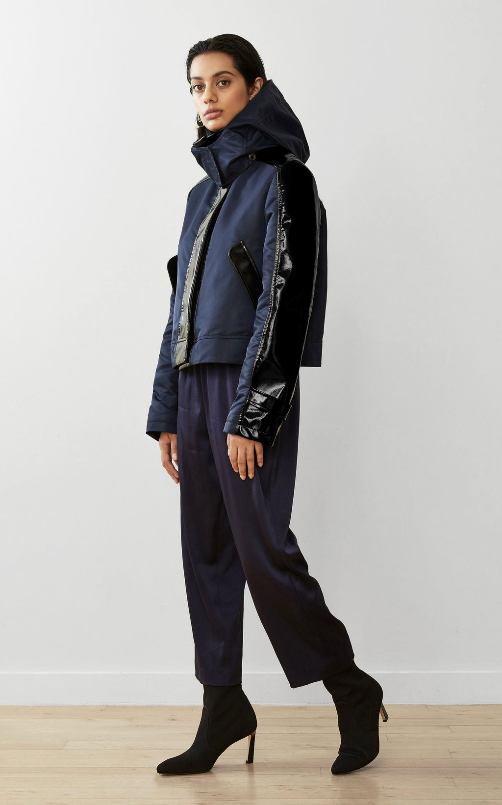 WATER-RESISTANT SUSTAINABLE CROPPED RAINCOAT
