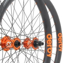 Load image into Gallery viewer, Onyx Vesper Custom Hand Built Mountain Disc Wheelset / Carbon Derby Rims