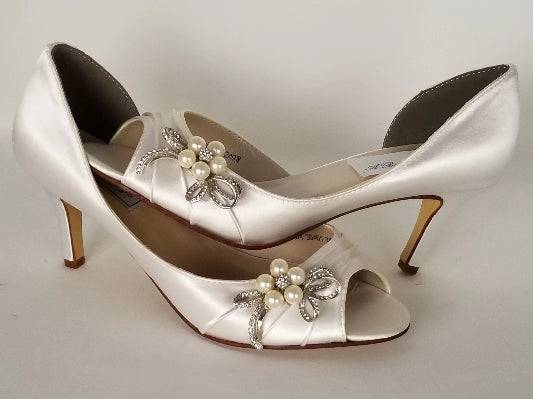 ivory wedding shoes with bow design