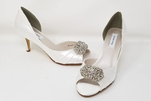 white wedding shoes with vintage design