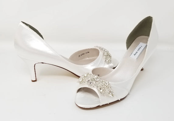 whte wedding shoes beaded applique