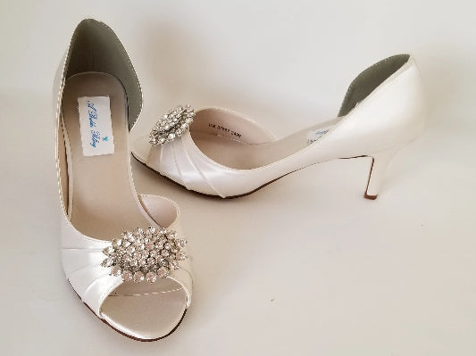 ivory wedding shoes with crystal oval design