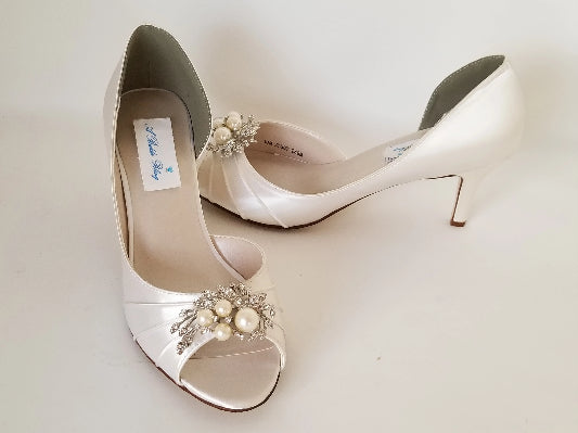 ivory wedding shoes with pearls and crystals