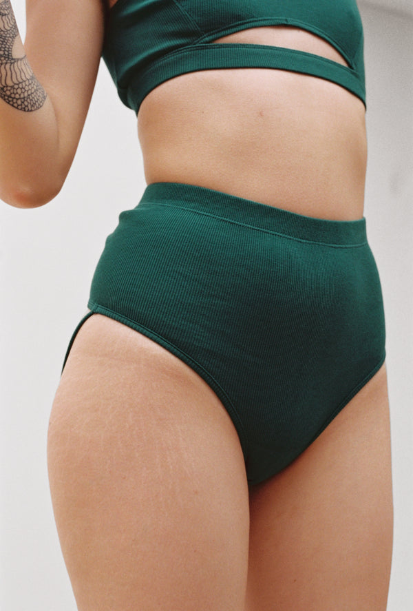 G-Tang Thong in Emerald