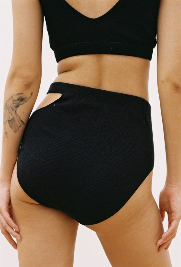 Sade Brief in Black