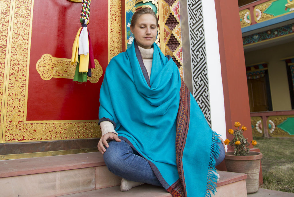 Karuna Shawl | Ethnic shawl with a magnificent border | Esprit de l'Himalaya