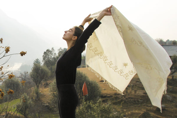 Padma Om Shawl | Embroidered OM  Wool Yoga Blanket | Esprit de l'Himalaya