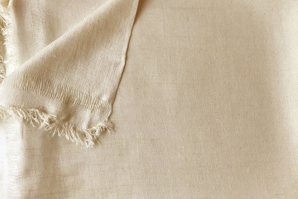 SAKSHI Shawl | Silk Large Meditation Shawl | Cream |Esprit de l'Himalaya