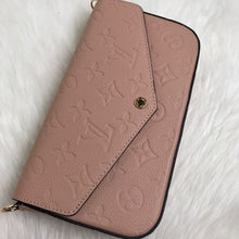 Load image into Gallery viewer, Felice Clutch Empreinte Pink