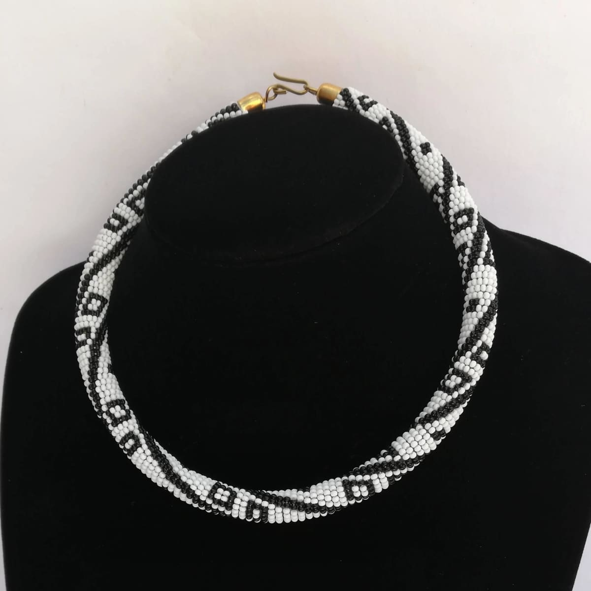 Necklaces Black and White Maasai Beaded Necklace in Unique Design - by Naruki Crafts