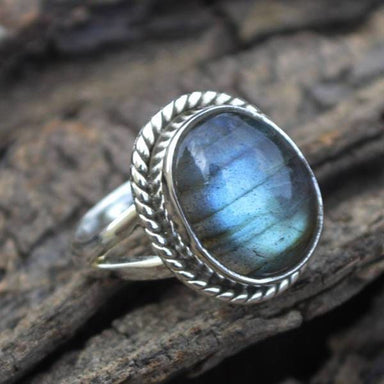Rings OOak Labradorite Ring - Oval Cabochon Gemstone
