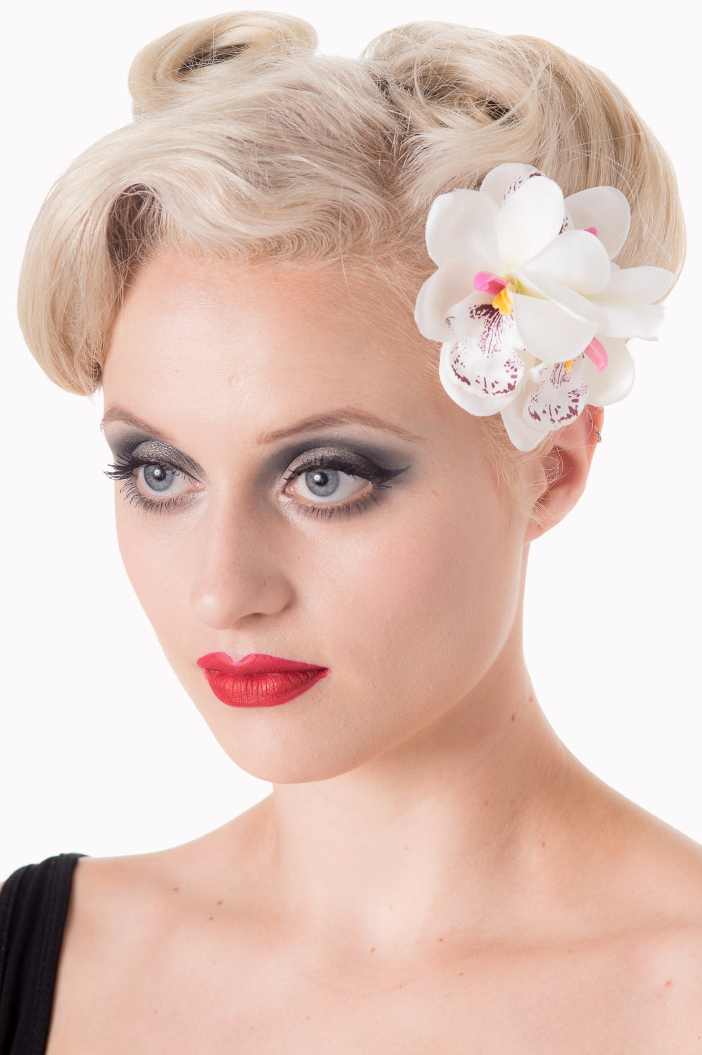 Banned Apparel Blossom Hairclip White