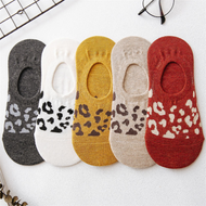 A set of 5 pairs of leopard-print wild cotton casual socks