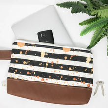 Load image into Gallery viewer, Hand Made Wristlet