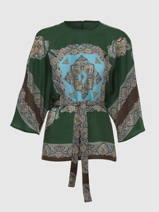 Front view of a silky green-turquoise kimono top with a round neck, 3/4 sleeves, and a tie belt. From the RÉZO women's collection.