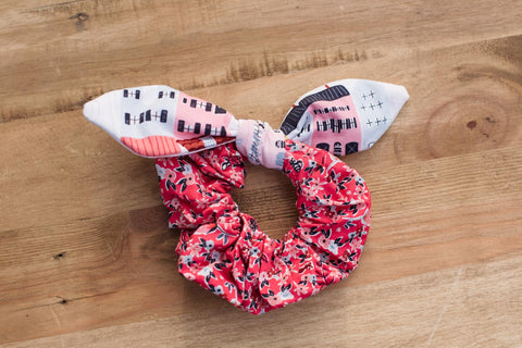 Rainbow Row Bow Scrunchie Pink