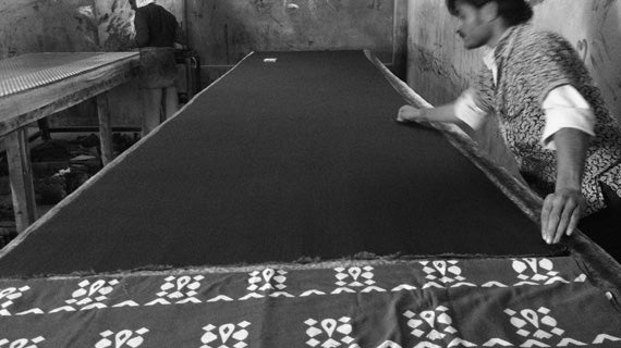 Cutting of the Bhalka nomadic print wide leg pant fabric