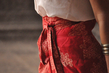 The sideswept dhoti pants in mobi pomegranate has an adjustable waist for a perfect fit